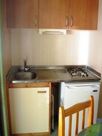 Small kitchen bungalow camping