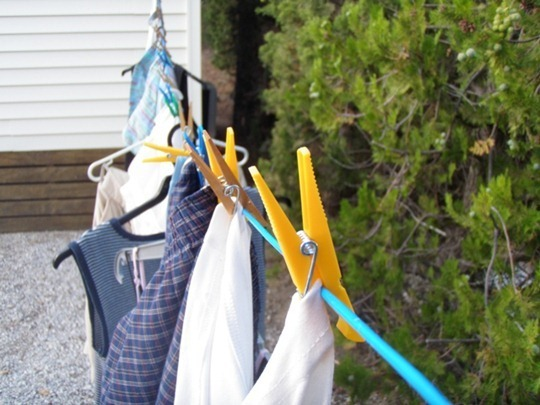 Go Gingham: Hanging laundry to dry