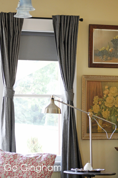 Curtains and lamp Go Gingham
