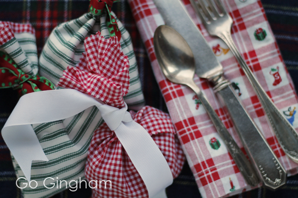 Fabric gift wrap and napkins Go Gingham