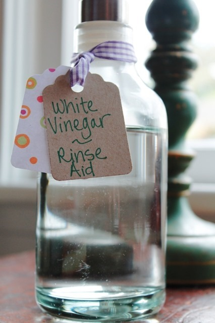 Make your own rinse aid Go Gingham