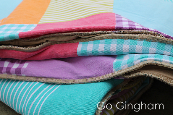 '80s blanket + table cloth + flat sheet = cute quilt from Go Gingham