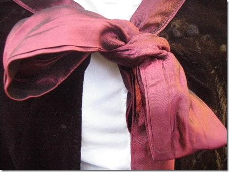 Winter cape bow detail