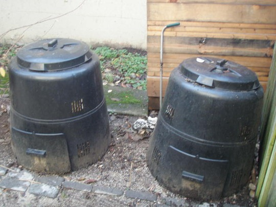 Double compost bins